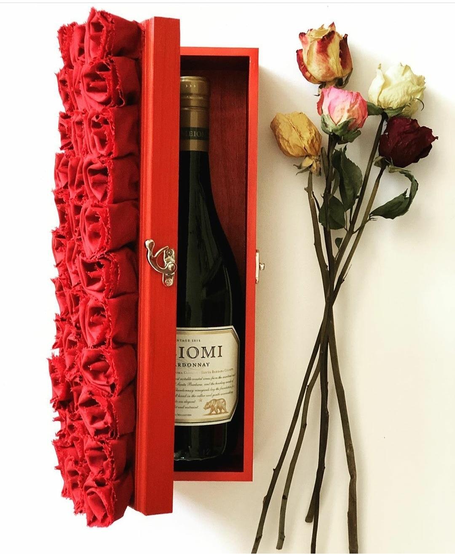 #rosememoriesdesigns #ANDREACLAY0509 #kalvinarailias #rose#arizona #phoenixaz #scottsdaleaz #andreaclay0509 #tucsonaz #tempeaz #rosememoriesdesigns #kalvinarailias #rose #wineboxes #rosegallery #winetime #artist #wine #winemaker #roses🌹🌹🌹 #roseshop #rosebouquet #winetasting #rosebox #wines #winelover #rosedistribution #rosesforsale #rosewholesale #wholesaleroses