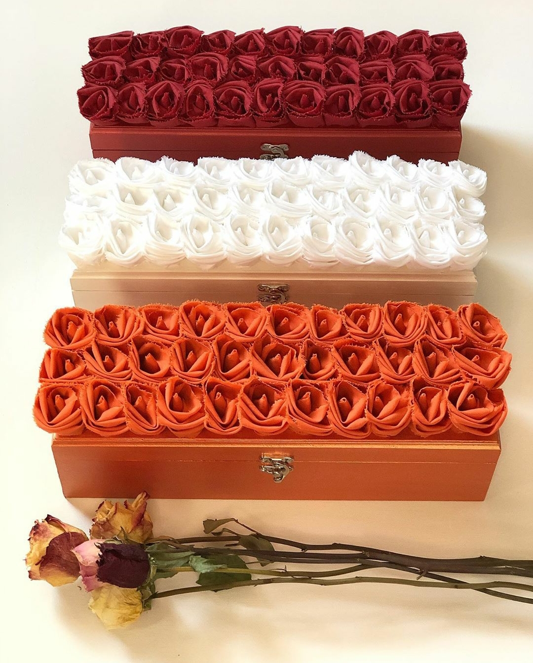 #rosememoriesdesigns #ANDREACLAY0509 #kalvinarailias #rose #winebox #gifts #wineboxes #arizona #peoriaaz #phoenixaz #scottsdaleaz #tempeaz #mesaaz #glendaleaz #chandleraz #tucsonaz #scottsdalearizona #paysonaz #prescottaz #yumaaz #sedonaaz #roseshop #florals #floral #